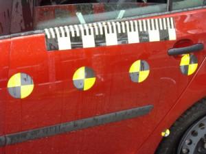 Bei einem Crash Test werden Hochgeschwindigkeitskameras für Slow Mo Aufnahmen eingesetzt.